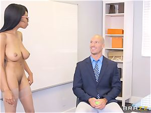 naked boss Britney milky entices employee