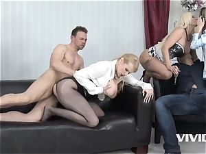 Jarushka Ross displays Her buddies How To please A fuckpole