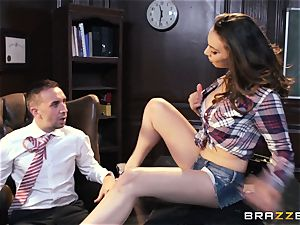 Dont mud with super-sexy student Tiffany Tyler