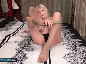 EuropeMature aged granny Cindy gone too horny