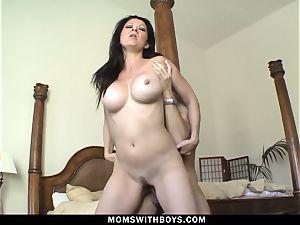 hot steaming mummy Raquel Devine engulfs knob